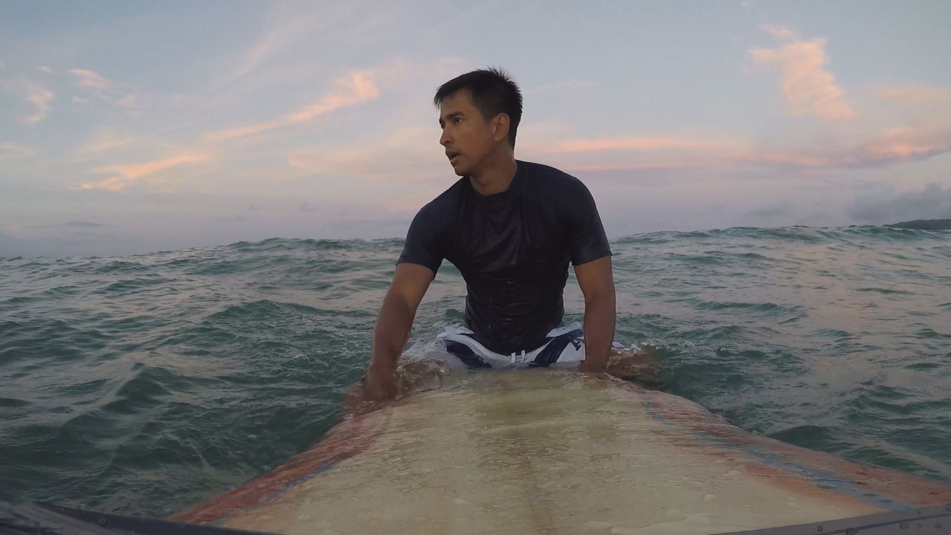 "RK plays famous one-armed surfer in ""MMK"""