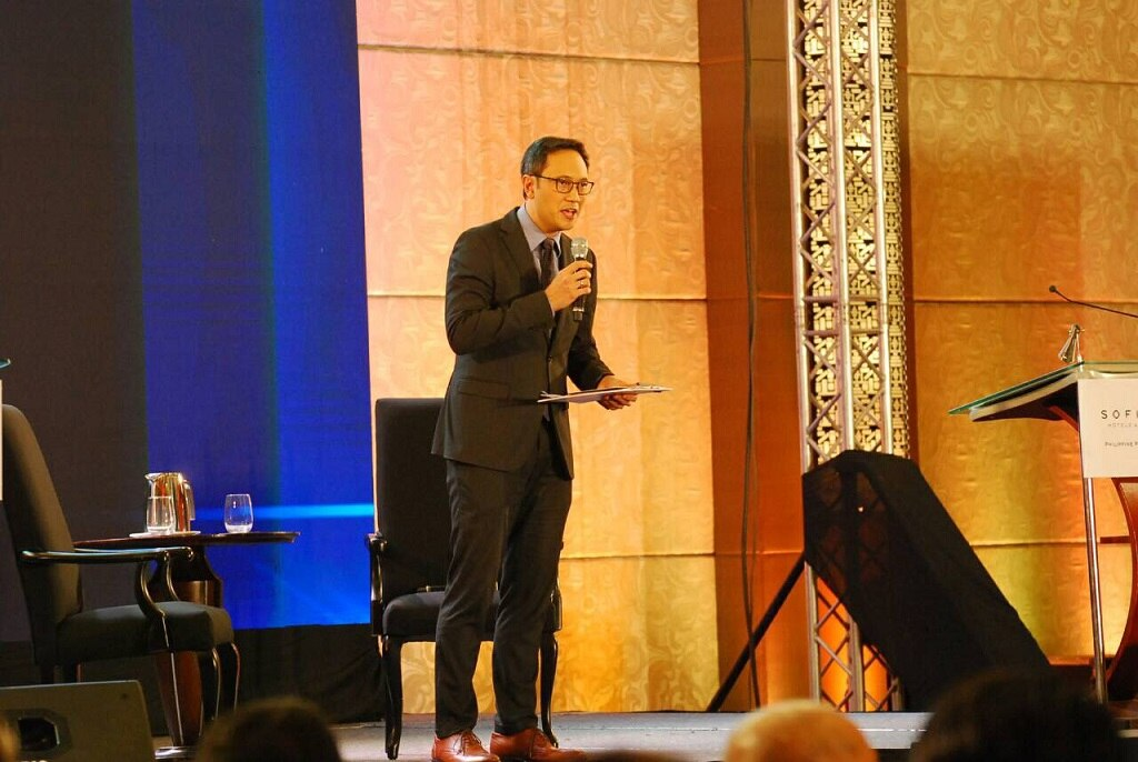 News and sports anchor TJ Manotoc was the moderator for this year's ANC Leadership Series forum