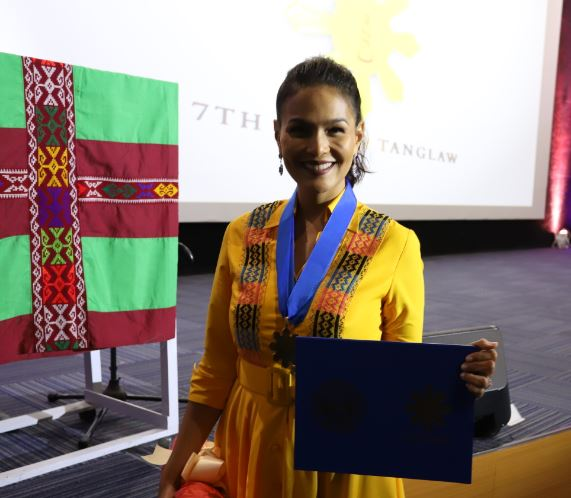 Iza Calzado wins Best Actress  Drama Series 2