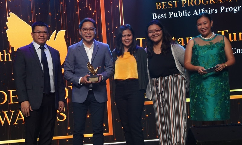 Anthony Taberna accepts the Best TV Public Affairs Program award for Tapatan ni Tunying