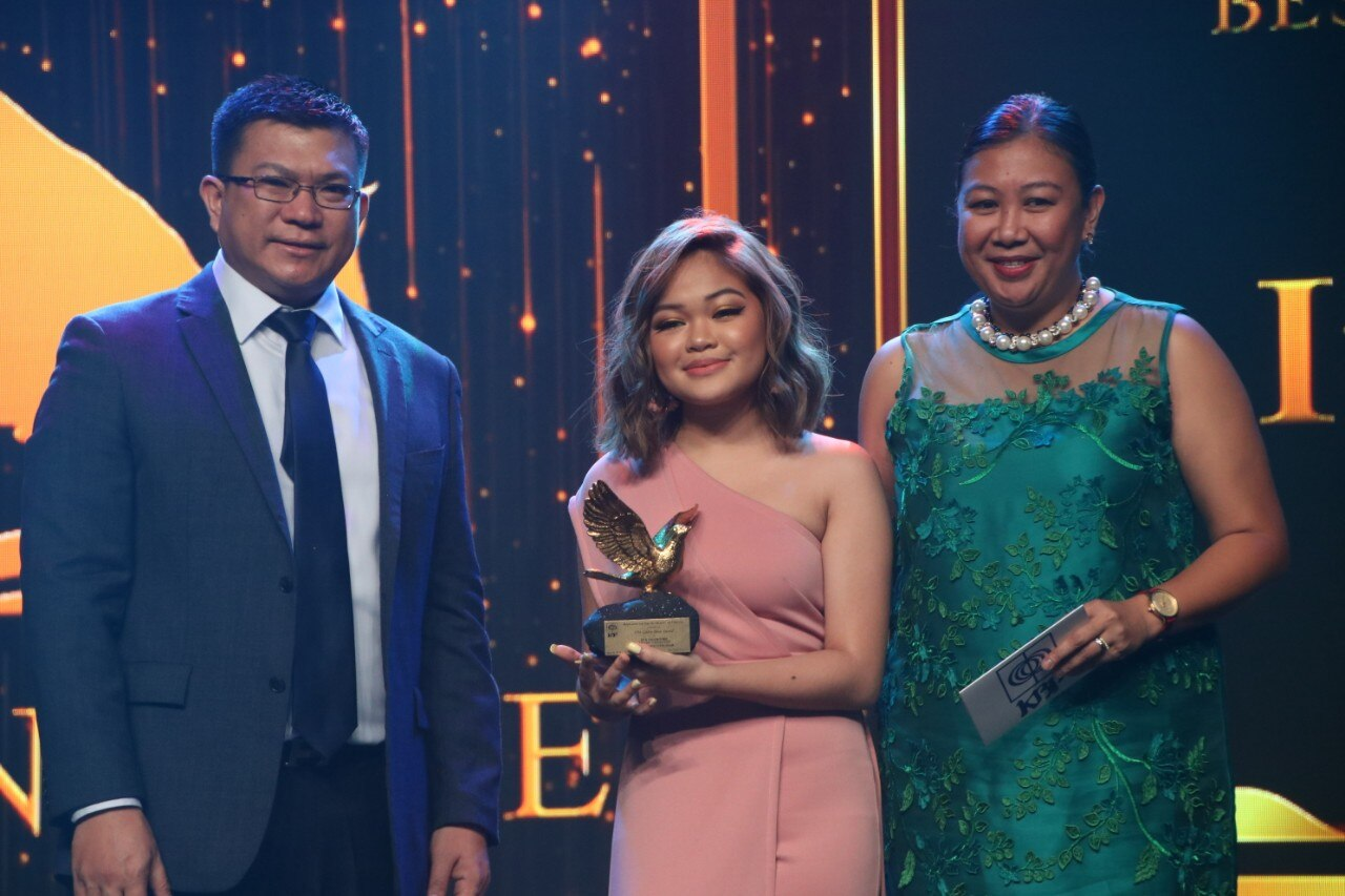TNT champion Janine Berdin accepts the Best TV Variety Program trophy for It's Showtime