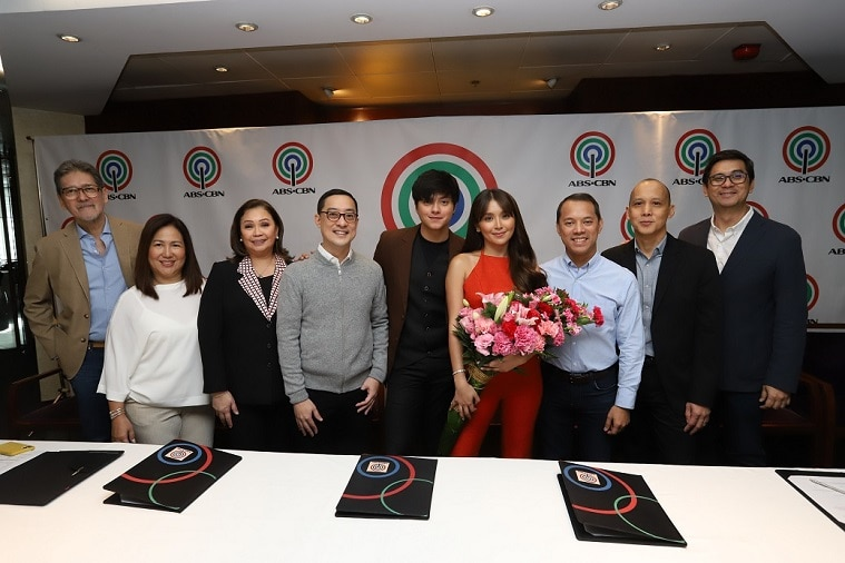 Kathryn, Daniel remain Kapamilyas, ink three year contracts with ABS-CBN