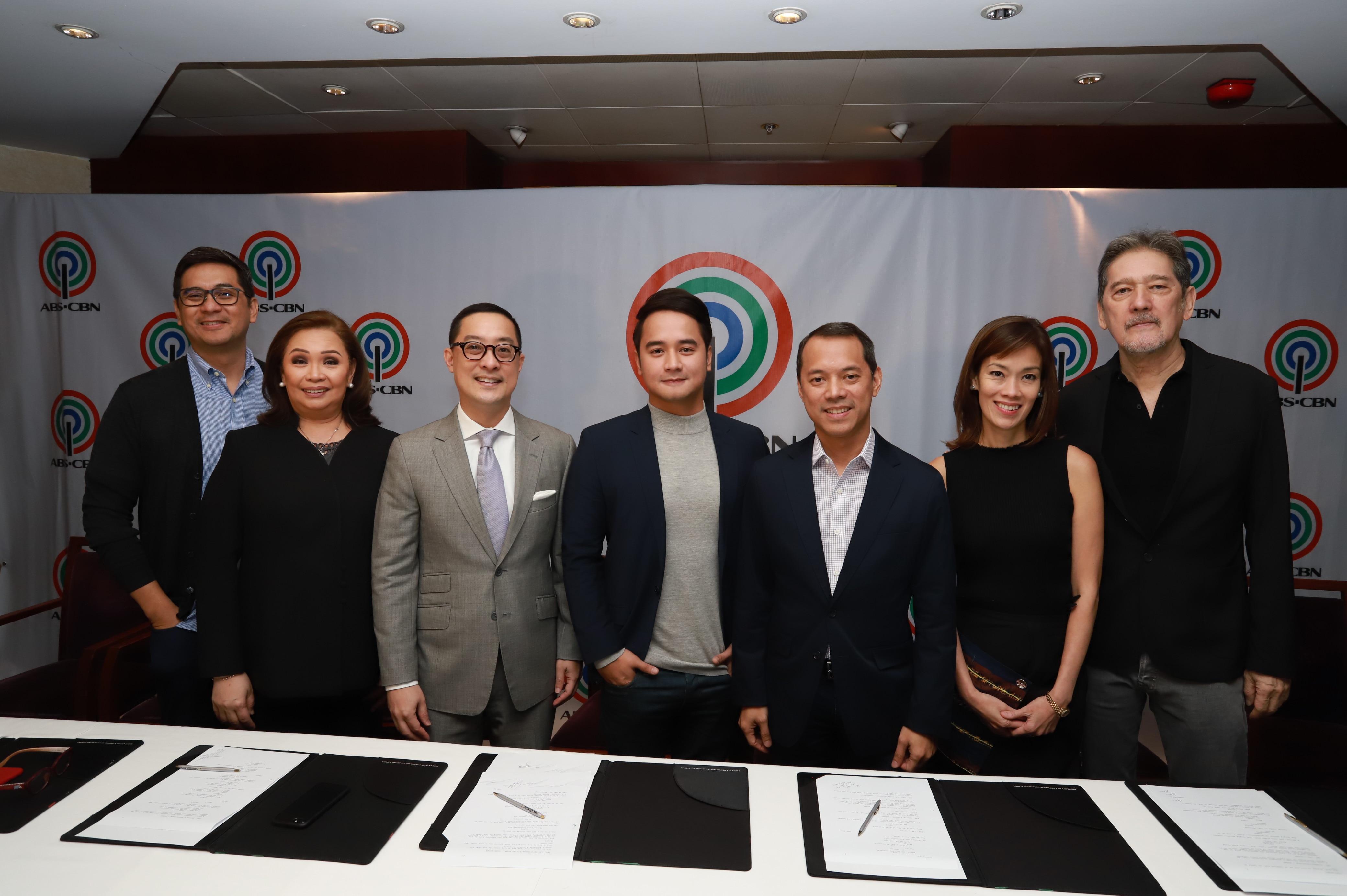 JM de Guzman with ABS CBN executives