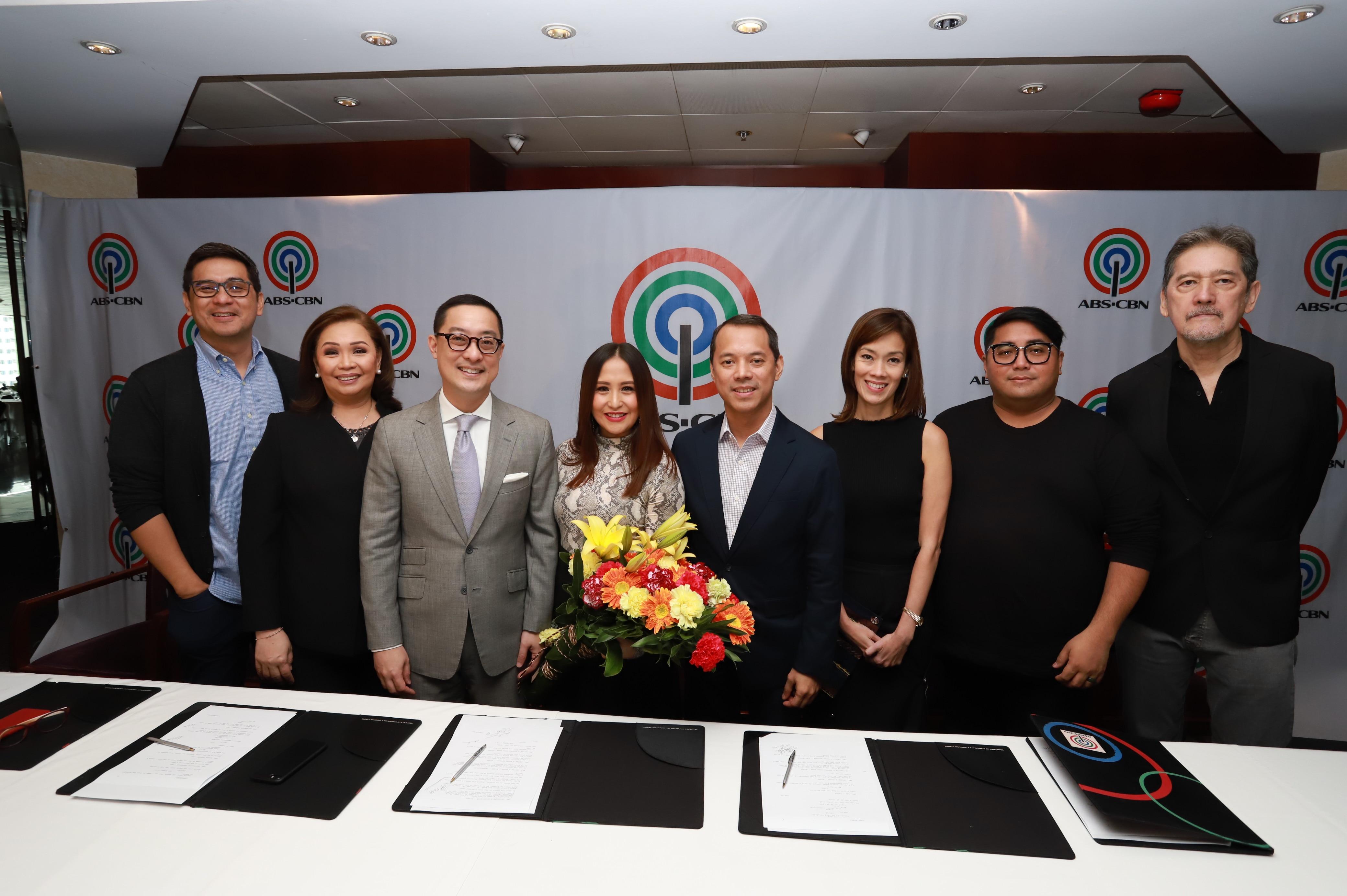 Jolina Magdangal with ABS CBN executives
