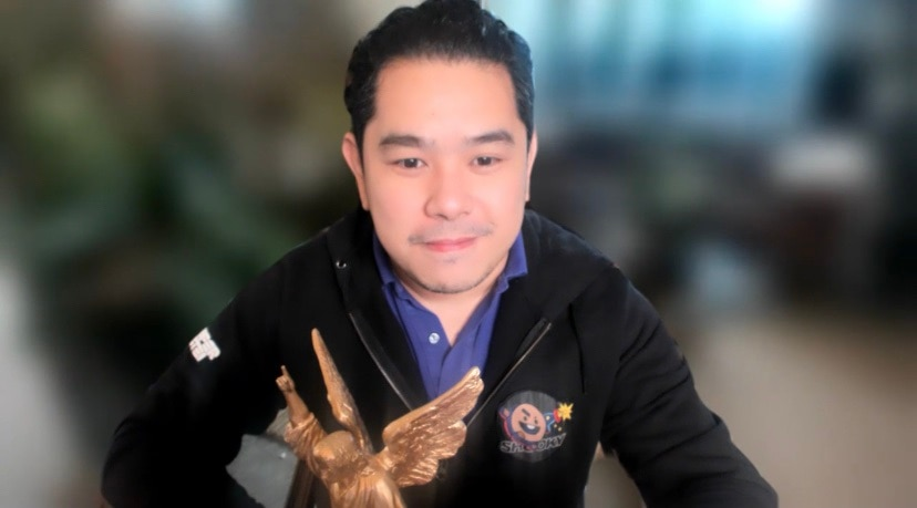 Jeff Canoy is one of the winners in the 8th Paragala Awards