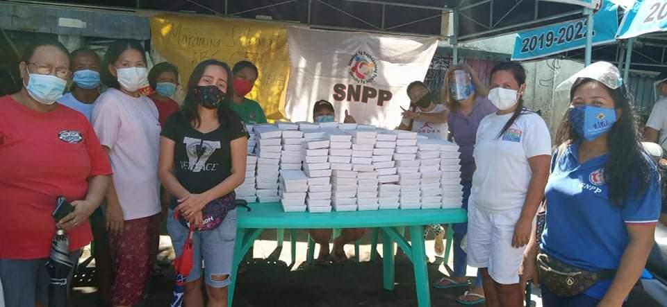 Mainit na pagkain ang hatid ng Sagip Kapamilya at partners sa mga pamilyang bakwit