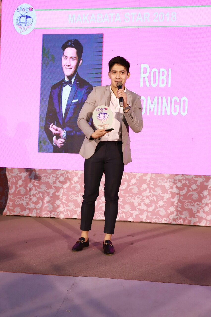 10_Robi Domingo wins a Makabata Award