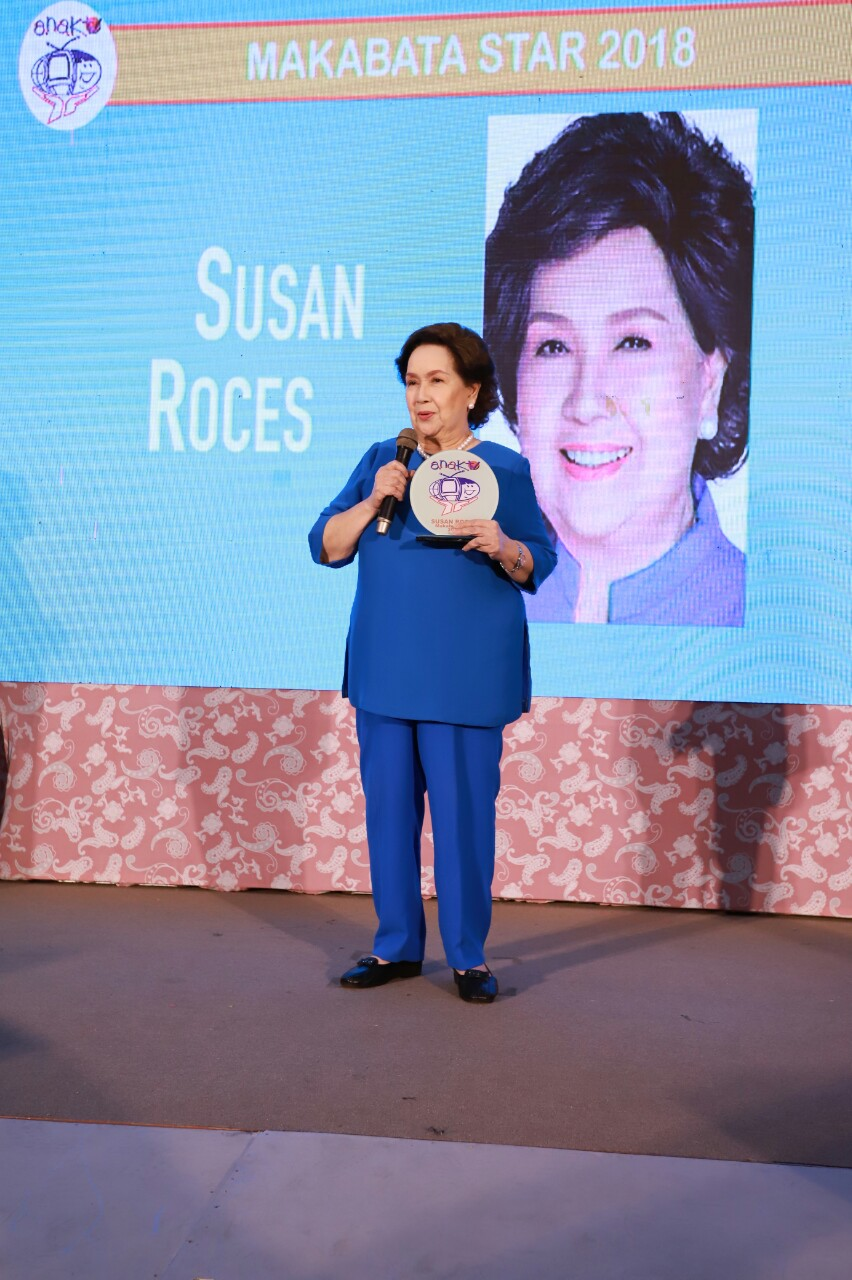 11_Susan Roces accepts her award as one of the Makabata Stars for 2018