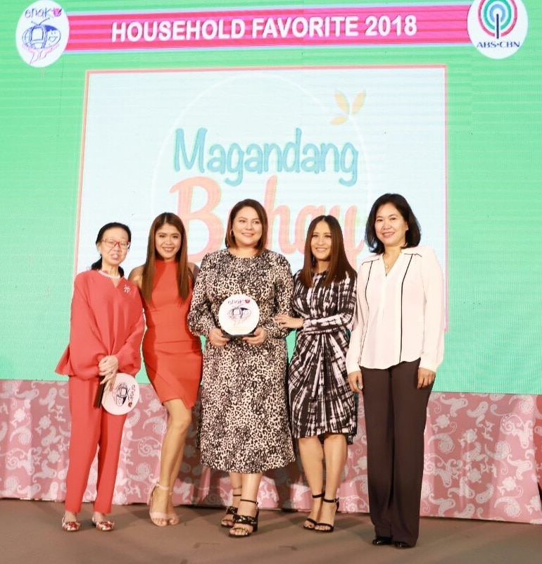 9_Melai Cantiveros, Karla Estrada, and Jolina Magdangal pose as Magandang Buhay wins an Anak TV seal and Household Favorite award