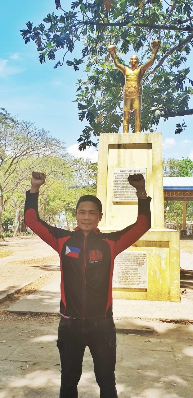 Donnie Nietes poses with a statue of him in his hometown