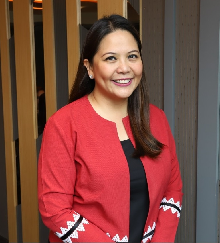 Dra  Luisa Ticzon Puyat co anchors Good Vibes every Wednesday and Thursday