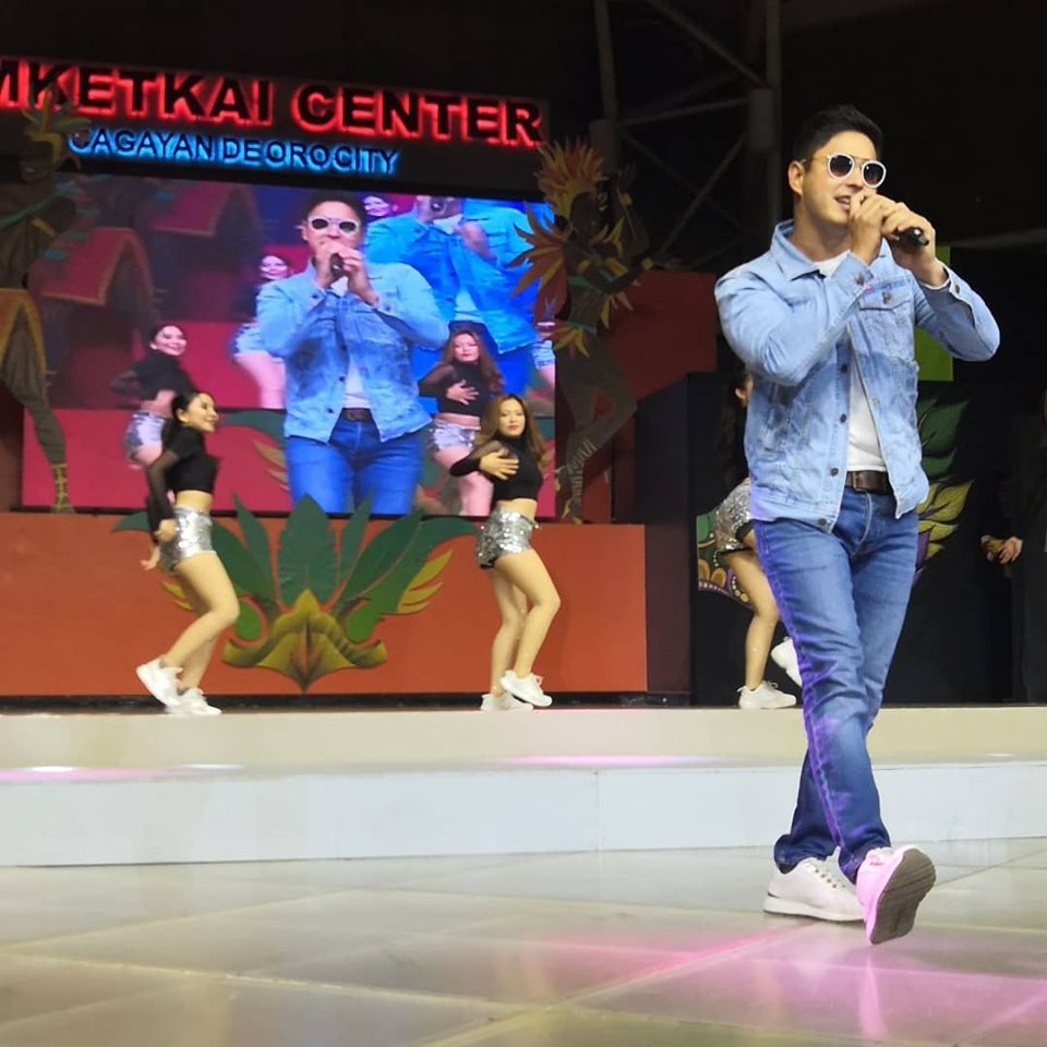 Photo credit to ABS CBN Regional FPJAP lead star Coco Martin performed for the crowd  at the Higalaay Festival