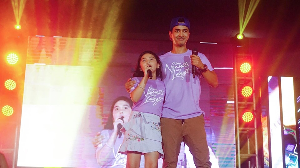 Photo credit to ABS CBN Regional Sophia Reola and RK Bagatsing surprised the crowd at the Kadayawan Festival