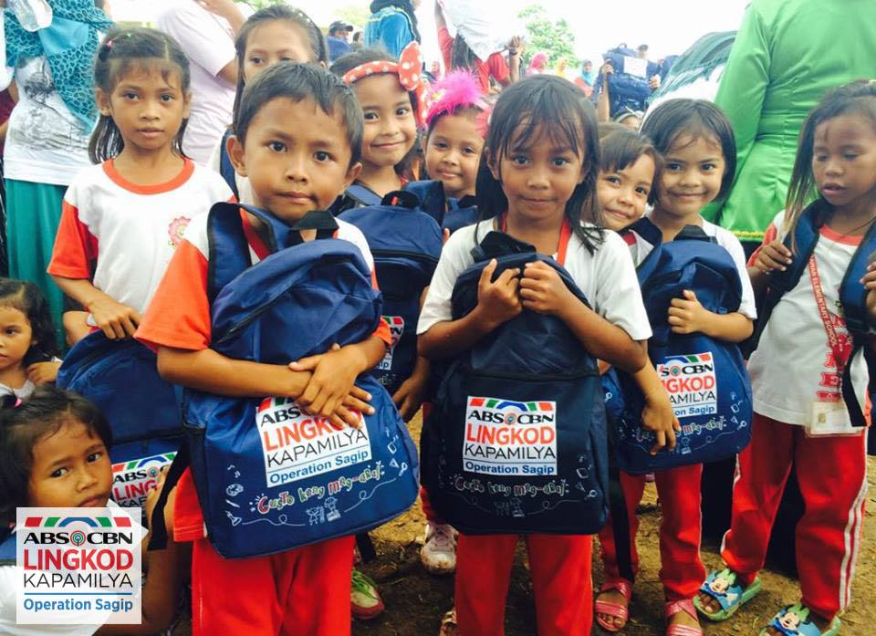 Photo courtesy of ALFI Kids in Tawi Tawi receive new school bags through Operation Sagip s Gusto Kong Mag Aral project