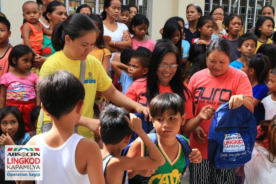 Photo courtesy of ALKFI Parents will have less to worry about with Gusto Kong Mag Aral providing their kids bags and supplies