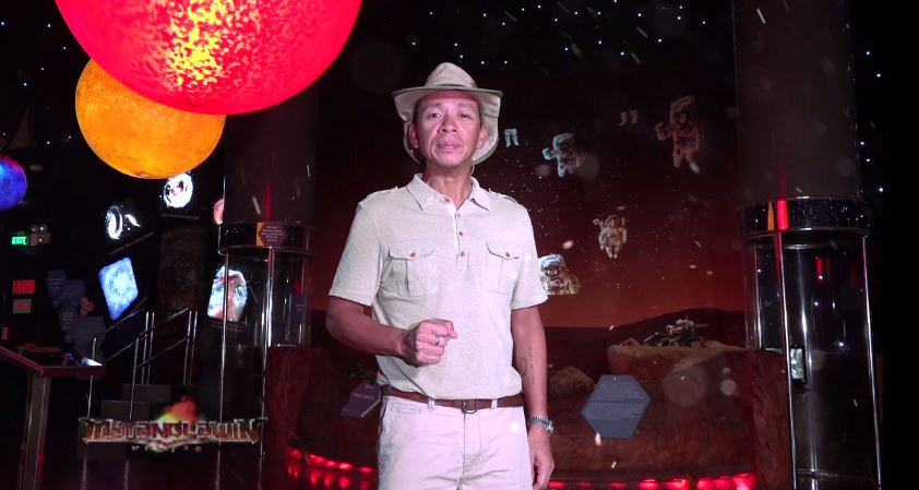 Kuya Kim explores the outer space in Mind Museum