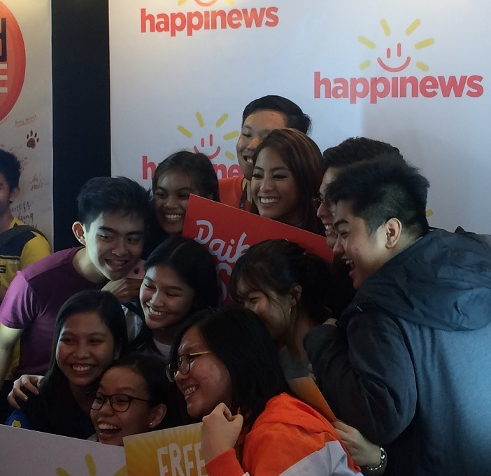 Happinews ambassador Gretchen Ho poses with students from UP Diliman in the first leg of the Happinews University Tour