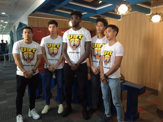 Renzo Subido (far right) with his teammates from UST