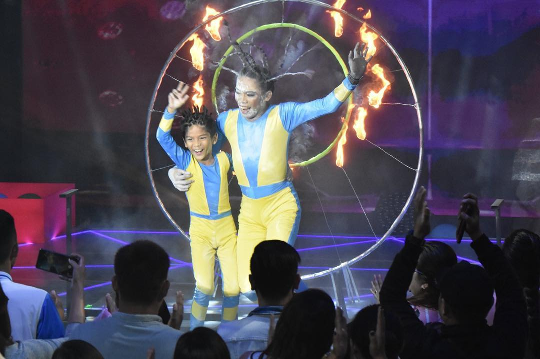 "Elsa Droga, brother take home ""The Kids' Choice"" crown"