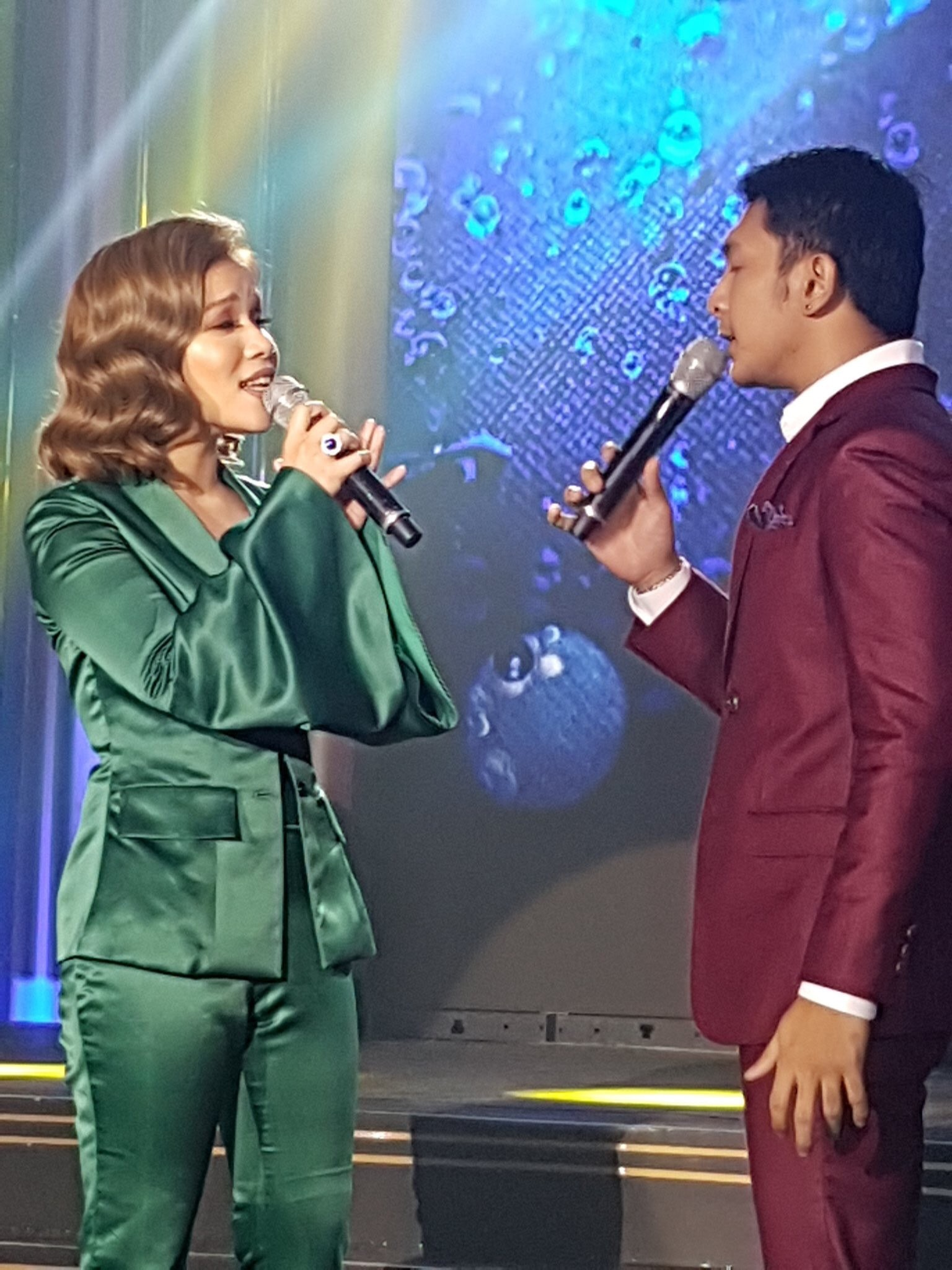 Klarisse de Guzman and Sandino Martin perform a song from Changing Partners