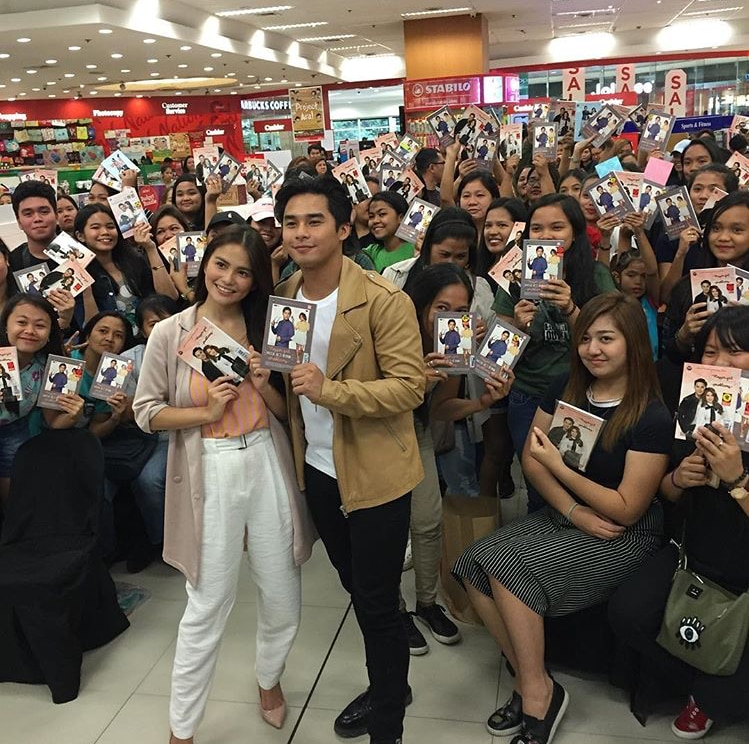 McLisse together with the fans at the Vlogger Girl Problems launch at SM City Manila (2)