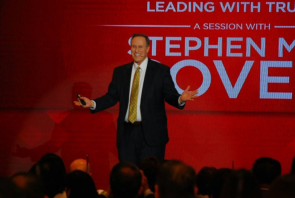 Continuing his father s work, Stephen M R Covey has made his own name as a bestselling author and in demand leadership adviser